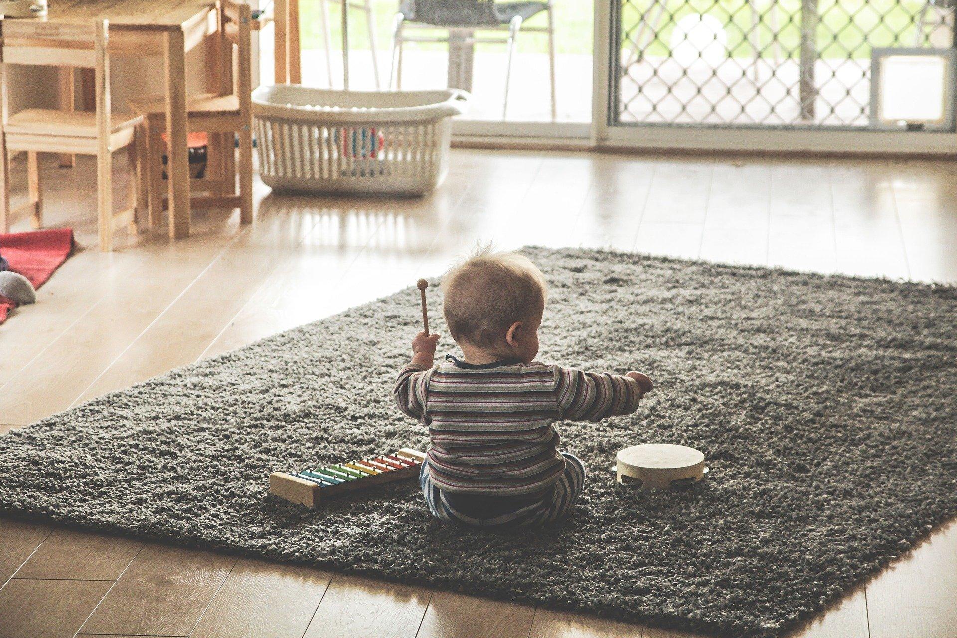 1つのおもちゃで遊びに没頭させる